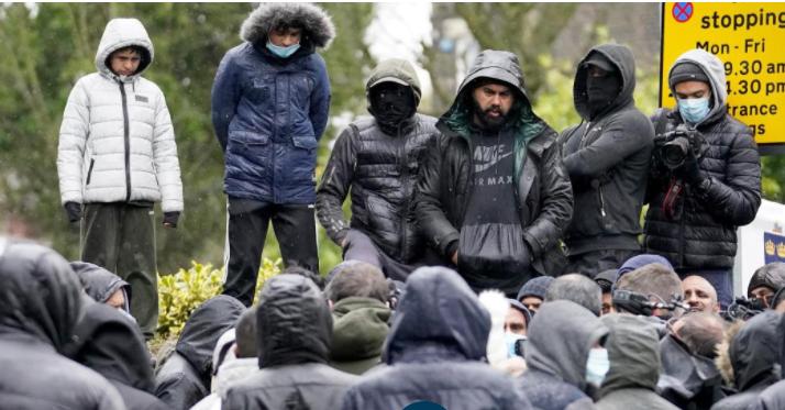 Z powodu zdjęć Mahometa – protesty przeciwko nauczycielom w angielskiej szkole